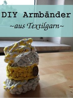 selbst gemachte Armbänder aus Textilgarn / DIY crocheted and braided wristlets