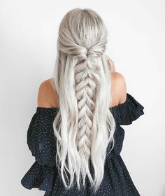 half up half down Trendy Chic Braided Hairstyle Ideas You Should Try - Pull through braid half up . Trendy Chic Braided Hairstyle Ideas You Should Try - Pull through braid half up half down Braided Ponytail Hairstyles, Pretty Hairstyles, Wedding Hairstyles, Hairstyle Ideas, Beehive Hairstyle, Lob Hairstyle, Barbie Hairstyle, Fashion Hairstyles, Diy Hairstyles