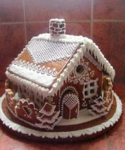 Gingerbread House in Czech so the directions are useless to me. But the photo can be used as inspiration for decoration! Gingerbread House Parties, Gingerbread Decorations, Christmas Gingerbread House, Gingerbread Man, Gingerbread Cookies, Christmas Deserts, Christmas Treats, Christmas Cookies, Cupcakes