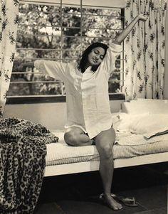 Bollywood actress Tanuja's old photo Bollywood Photos, Indian Bollywood Actress, Beautiful Bollywood Actress, Indian Film Actress, Old Actress, Bollywood Stars, Bollywood Celebrities, Beautiful Indian Actress, Vintage Bollywood