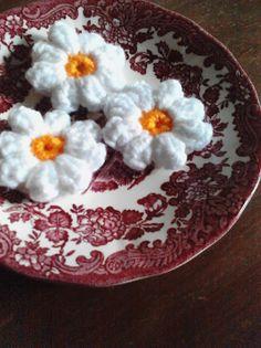 Crochet mini flowers tutorial :) Flower Tutorial, Free Crochet, Crochet Patterns, Mini, Roses, Tutorials, Margaritas, Cookies, Tejidos