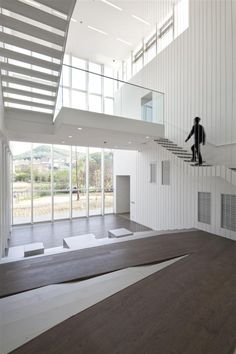 White Block Gallery by SsD features fritted glass facades Interior Stairs, Interior Architecture, Interior And Exterior, Fritted Glass, White Stairs, Stair Detail, Office Space Design, Glass Facades, Small Apartments