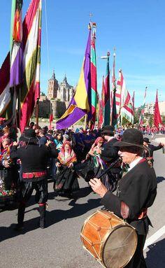 Folklore Leonés, group representing 35 towns in the Province of Leon during a cultural festival parade, down Paseo de la Eragudina.  Astorga, Leon, SPAIN.