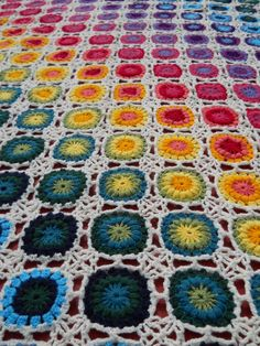 I love the way the colors 'flow' from row to row. I think this pattern of alternating colors would work with just about any pallet