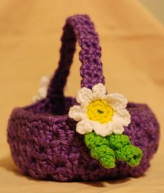 lovely little flower basket. Need to have mom make one for Lucy. ;-)