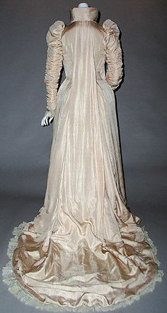 Dress (rear view) Liberty & Co. (British, founded London, Date: 1891 Culture: British Medium: silk Dimensions: [no dimensions available] Credit Line: Gift of Mrs. James G. 1890s Fashion, Victorian Fashion, Vintage Fashion, Vintage Gowns, Vintage Outfits, Vintage Lingerie, Vintage Clothing, Tea Gown, 19th Century Fashion