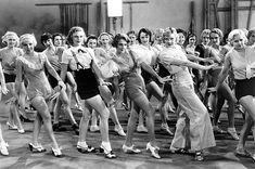 #Swing, flappers y los locos años 20 en las #FestesdeGràcia Exhibiciones y clases gratuitas de baile de la academia #swingmaniacs