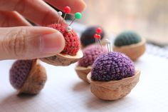 Cute idea, a walnut pincushion IDEA only, but  easy to replicate, thanks so for share xoxx