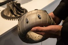 3D printed combustion chamber (Photo: Noel McKeegan/Gizmag.com)