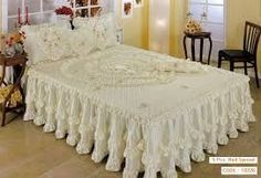 This Pin was discovered by Gül Luxury Bedspreads, Bedspreads Comforters, Luxury Bedding, Quilted Bedspreads, Table Covers, Bed Covers, Bed Cover Design, Daybed Sets, Shabby Chic Quilts