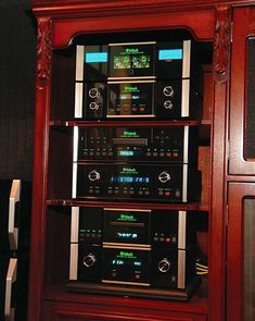 High End Audio Equipment For Sale Audiophile Speakers, Speaker Amplifier, Hifi Audio, Equipment For Sale, Audio Equipment, Mc Intosh, Room Acoustics, Big Speakers, Cd Player