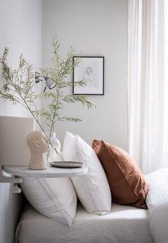 Minimalistic Bedroom - Kinfolk Style -Home tour - a sophisticated blend of old and new in Sweden Scandi Bedroom, Gold Bedroom, Master Bedroom, Bedroom Beach, Bedroom Small, Contemporary Bedroom, Contemporary Furniture, Modern Bedroom, Wabi Sabi