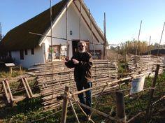 L'emblemàtic Josep Bertomeu, Polet, explicant com es fa una barraca típica del delta de l'Ebre. Una experiència única en un paradís natural reserva de la biosfera!