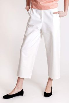 White pants in cotton by designer brand Dott. Spring Time, Spring Summer, Cotton Pants, Cotton Style, White Pants, Piece Of Clothing, Slow Fashion, Feminine