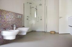 Senso Gietvloer   gietvloer.nl. Gietvloer in badkamer en douche, in combinatie met naadloze Senso wandafwerking.