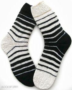 Marion's Socks Farm: Black & White – Sabine Langner – Ich Folge - Socken Stricken Crochet Socks, Knitting Socks, Hand Knitting, Knitting Patterns, Knit Crochet, Ravelry, Sock Crafts, Diy Crafts, Patterned Socks