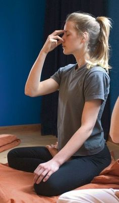 6 Yoga Breathing Techniques For Weight Loss: These bathing exercises are easy ad painless techniques to lose weight easily.