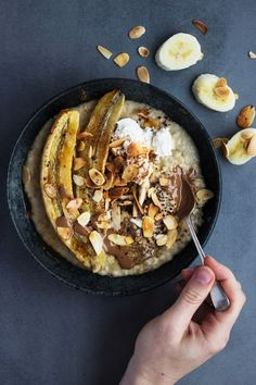 Tahini Porridge with Roasted Banana & Toasted Almonds | Pinned to Loveleaf Co.