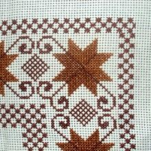 This Pin was discovered by Mar Blackwork Embroidery, Cross Stitch Embroidery, Embroidery Patterns, Hand Embroidery, Cross Stitch Designs, Cross Stitch Patterns, Button Hole Stitch, Palestinian Embroidery, Swedish Weaving