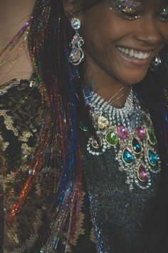 Glitter weaves and jewels backstage at Ashish LFW. More images here: Hair Tinsel, Glitter Hair, Fashion Line, High Fashion, Fashion Beauty, Art Of Beauty, Hair Beauty, Photoshop Art, Lady Lovely Locks