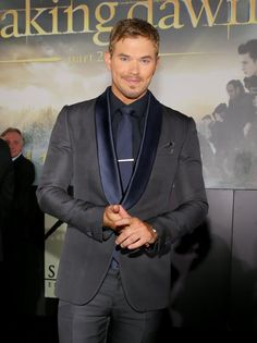 Kellan Lutz is WAY more attractive than Robert Pattinson when it comes to the cast of Twilight... just sayin'
