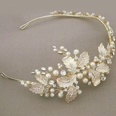 Delicate headpiece from @perfectdetails. Headpiece delicada produzida por @perfectdetails.