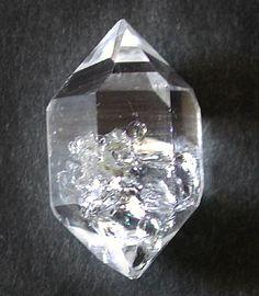 Quartz crystal doubly terminated / Selvino, Lombardy, Italy