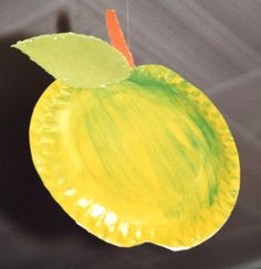 Pomme Paper Plate Crafts For Kids, Autumn Crafts, Kindergarten Art, Food Crafts, Paper Plates, Serving Bowls, Art For Kids, Activities For Kids, Jar