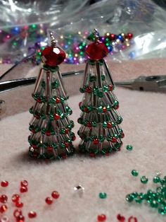 Seed beads & bugles by Khays Cassie-Haven Christmas Tree Earrings, Beaded Christmas Ornaments, Beaded Crafts, Jewelry Crafts, Jewelry Tree, Christmas Jewelry, Christmas Crafts, Bugle Beads, Seed Beads