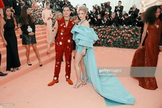 Lili reinhart & cole sprouse are picture perfect at met gala Cole Sprouse Baby, Cole Sprouse Friends, Cole Sprouse Funny, Cole Sprouse Lockscreen, Cole Sprouse Wallpaper, Dan Howell, Zac Efron, Friends Tv Show, Disney Channel