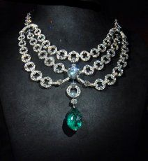 The Inde Mysterieuse is a necklace set in platinum with 37,88 carat briolette-cut emerald and brilliants. Description from pinterest.com. I searched for this on bing.com/images