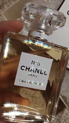 Paris Perfume, Chanel Perfume, Creative Instagram Stories, Instagram Story Ideas, Aesthetic Images, Aesthetic Videos, Night Aesthetic, Aesthetic Girl, Applis Photo