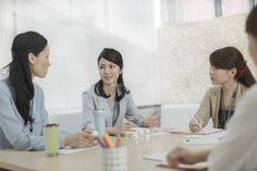 商品開発会議をするビジネスウーマン (c)RYO/a.collectionRF