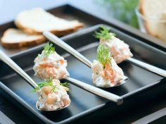 Ostekrem med røkelaks og pepperrot Tapas, Norwegian Food, Bruschetta, Potato Salad, Sushi, Food And Drink, Snacks, Ethnic Recipes, Appetizers
