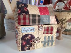 Cose y calla : …Home Sweet Home! Denim Scraps, Fabric Scraps, Tissue Box Covers, Tissue Boxes, I Love House, Needle Book, Fabric Houses, Sewing Rooms, Mug Rugs