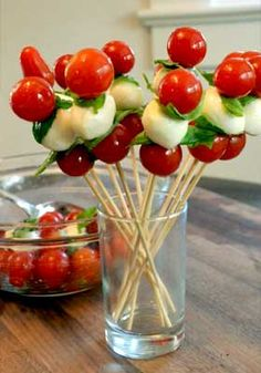 Caprese Pops // pretty and healthy for get togethers, class parties and after school snacks #appetizer