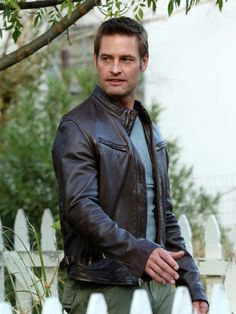 The amazing Josh Holloway Intelligence Gabriel Vaughn Brown Leather Jacket is available for sale on Top Celeb Jackets. Vintage Leather Jacket, Men's Leather Jacket, Leather Collar, Faux Leather Jackets, Josh Holloway, Dark Brown Color, Brown Jacket, American Actors, Lost