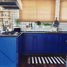 """454 curtidas, 15 comentários - Apto. 143 (@apto.143) no Instagram: """"Bom dia com essa cozinha azul da @gabiwork, pq é a nossa cor preferida! ❤️ Um excelente final de…"""""""