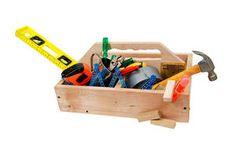 Din værktøjskasse bør bl.a. indeholde: skruetrækker, hammer, bidetang, fuknssvans, måleinstrumenter, svenksnøgle, skruemaskine og slibemaski...
