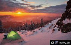 #praveslovenske od @nellyy.go nádherné aj keď mrazivé  away #slovakia #slovensko #volovec #sun #sunset #sunrise #sky #winter #snow #rocks #hills #mountains #forest #trees #frozen #nature #landscape #hiking