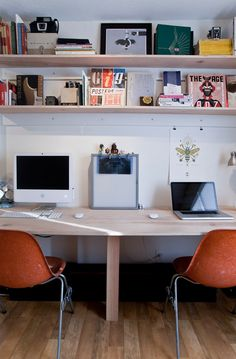 Inspired home office: the extra workspace gives friends and colleagues a place to work for a few days.