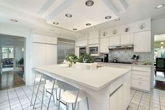 Modern kitchen granite countertops white granite counters add a modern touch white kitchen granite modern kitchen Scandinavian Kitchen, Modern Kitchen Granite, Bespoke Kitchen Island, White Cabinetry, White Modern Kitchen, Kitchen Island Design, Granite Kitchen Table, Kitchen Soffit, Kitchen Design