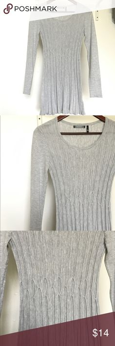 DAISY FUENTES - Long Sleeve Tunic Light gray, simple long sleeve with a bit of a design around waist, stretchy material, a bit of flare around stomach area ❌TRADES❌ Daisy Fuentes Tops Tees - Long Sleeve