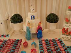 Arrase na decoração com essas dicas e ideias para festa Frozen. São 40 ideias para você se inspirar no tema do momento e fazer uma festa inesquecível