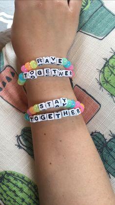 Rave Bracelets, Festival Bracelets, Festival Sunglasses, Cute Friendship Bracelets, Kandi Cuff, Rave Gear, Edm Outfits, Music Festival Outfits, Rave Festival