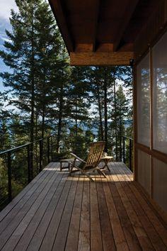 balkon balkonüberdachung holz liegestuhl tisch