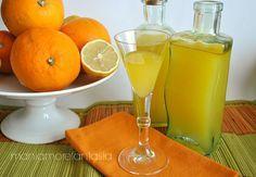 Se amate arance, limoni e mandarini, conservatene tutto il profumo in questo liquore agli agrumi da gustare freddo in estate, o in qualsiasi altro momento.