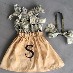 Money Bag… Custom Halloween Costume - All About Bank Robber Costume, Robber Halloween Costume, Best Group Halloween Costumes, Baby Girl Halloween Costumes, Family Costumes, Group Costumes, Baby Costumes, Costumes For Women, Infant Halloween