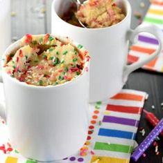 Funfetti Mug Cake is a light, fluffy, vanilla mug cake that's bursting with colorful sprinkles and comes together in just a few minutes in the microwave! Raspberry Smoothie, Apple Smoothies, Pear Recipes, Cake Recipes, Dessert Recipes, Funfetti Mug Cake, Chocolate Hazelnut Cake, Vanilla Mug Cakes, Recipe For Teens