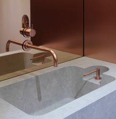 Copper Faucet, Copper Bathroom, Bathroom Taps, Bathroom Hardware, Modern Bathroom, Copper Mirror, Spas, Public Bathrooms, Wall Mount Faucet